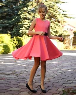 Sukienka-z-dłuższym-tyłem