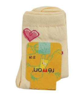 Żółte skarpety dla dziewczynki ozdobione różowymi serduszkami
