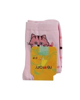 Skarpetki w jasnoróżowym kolorze ozdobione kotkiem dla dziewczynki
