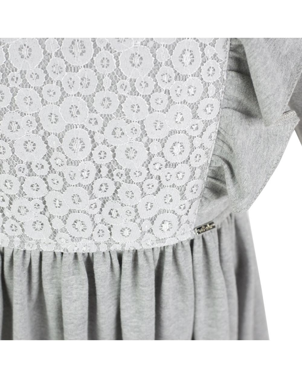 734bca8cf6d217 Sukienka z długim rękawem ozdobiona koronką falbanami dla dziewczynki tył  zbliżenie na koronkę