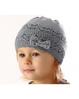 Dziewczęca ażurowa czapka w szarym kolorze z kokardką na przodzie