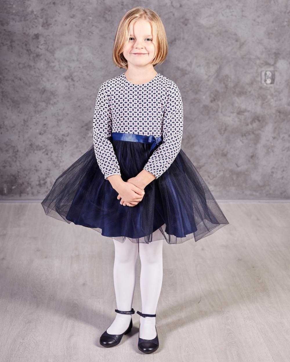 d26ad83250d28d Sukienka z tiulowym dołem i długim rękawem dla dziewczynki zdjęcie z modelką