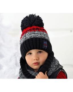 Ciepła czapka i kominem idealnie sprawdzą się w zimę