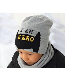 Zimowa czapka z modnym nadrukiem i napisem dla chłopca