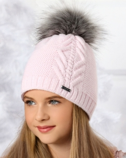 Pleciona czapka z dużym pomponem na zimę dla dziewczynki