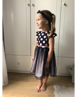 Lekka i zwiewna sukienka z górą w grochy