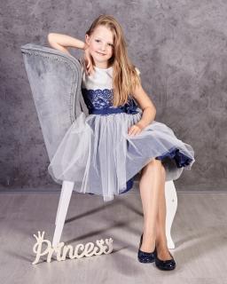 Sukienka dla dziewczynki z tiulowym dołem i koronką w pasie