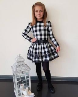 Sukienka w biało-czarną kratkę