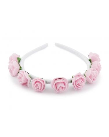 Opaska ozdobiona różowymi kwiatkami