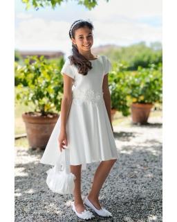 Asymetryczna sukienka z haftem na przodzie