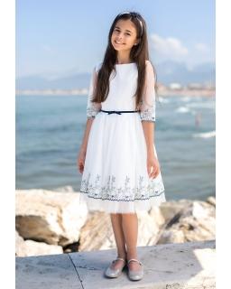 Sukienka pokomunijna dla dziewczynki z haftem zdjęcie na modelce