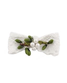 Przypinka dla dziewczynki z zielonymi dodatkami do torebki i bolerka