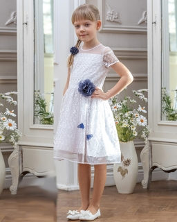 Sukienka dla dziewczynki z koronką i ozdobnym kwiatkiem