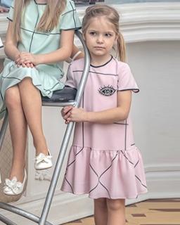Prosta różowa sukieneczka dla dziewczynki