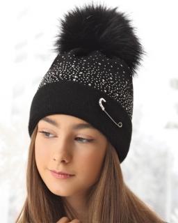 Modna czapka z agrafką 52-56 AJS/38-561 czarna