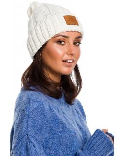 Jesienno-zimowa czapka dla mamy BK043 biała