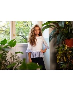 Elegancka bluzka z niebieskimi falbankami 134-164 101/S/20 biała