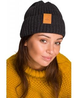 Uniwersalna czapka prążek plus naszywka BK059 grafit