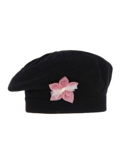 Przejściowy beret akrylowy z kwiatem AGB/3334 czarny