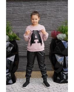 Sweter z literką A i frędzlami 134-164 Asia pudrowy róż