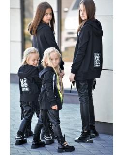 Bluza z modną naszywką 110-164 QB13 czarna